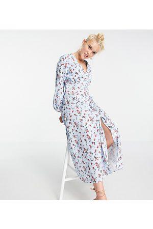 In The Style X Olivia Bowen - Exclusivité - Robe longue fluide boutonnée à manches bouffantes et imprimé fleuri