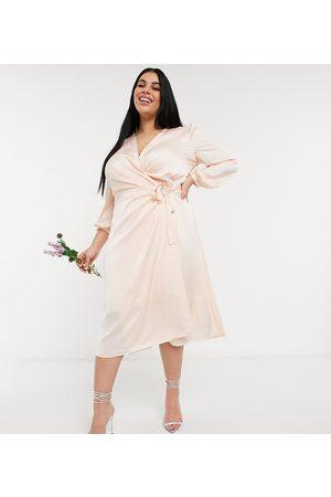 TFNC Demoiselle d'honneur - Robe portefeuille mi-longue en satin à manches longues - Blush clair