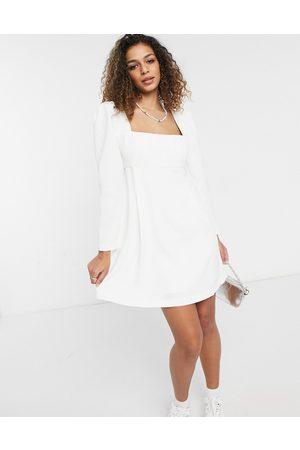 Forever New Robe courte à encolure carrée et épaules bouffantes - Ivoire