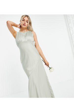 ASOS Femme Robes longues - ASOS DESIGN Petite - Robe longue de demoiselle d'honneur en satin avec col bénitier au dos et boutons sur le côté - Olive