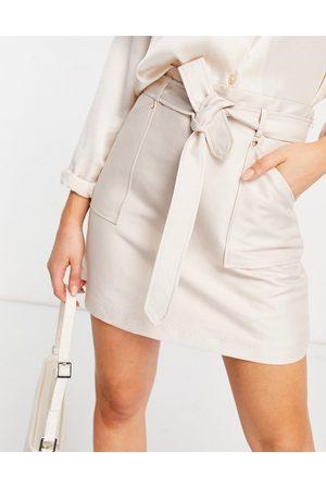 Forever New Mini-jupe fonctionnelle avec poches et ceinture à nouer - Taupe-Neutre