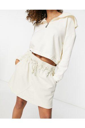 Weekday Ada - Mini-jupe à enfiler en coton biologique à teinture végétale - cassé