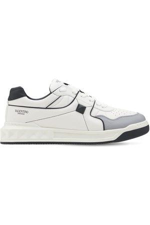 VALENTINO GARAVANI Sneakers En Cuir Clouté