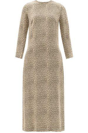 Raey Femme Robes midi - Robe midi droite en crêpe à jacquard léopard
