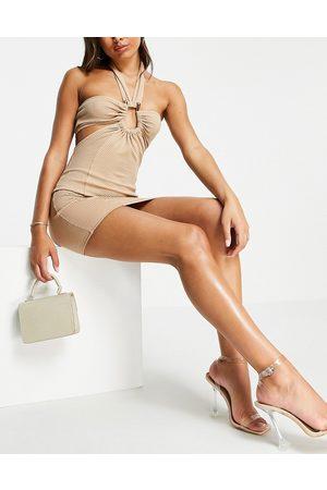 ASOS DESIGN Robe courte à dos nu avec détail anneau et décolleté plongeant en tissu texturé - Taupe-Neutre