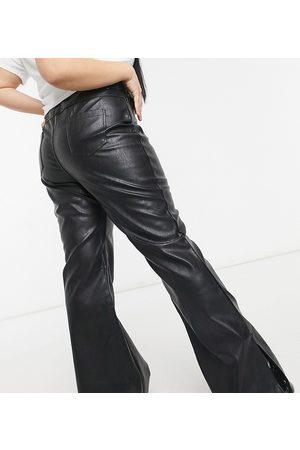 In The Style X Olivia Bowen - Pantalon évasé en imitation cuir avec ourlet fendu