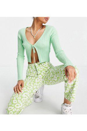 ASOS Petite ASOS DESIGN Petite - Jean droit à taille mi-haute style années 90 à imprimé pâquerettes - Vert