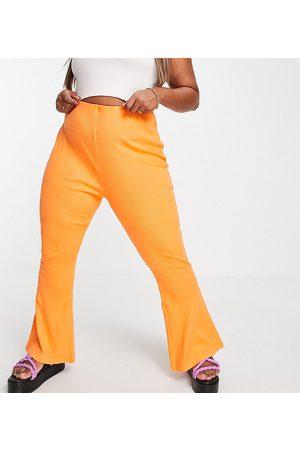 COLLUSION Plus - Legging évasé et fendu avec coutures apparentes - Orange