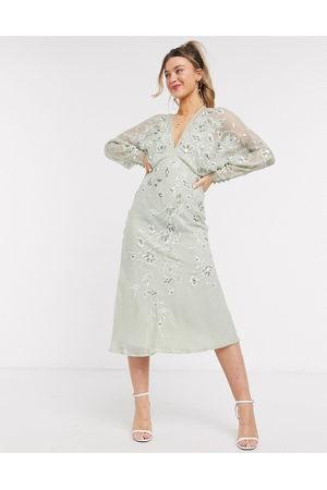 ASOS Femme Robes de soirée - Robe mi-longue à fleurs brodées et manches chauve-souris