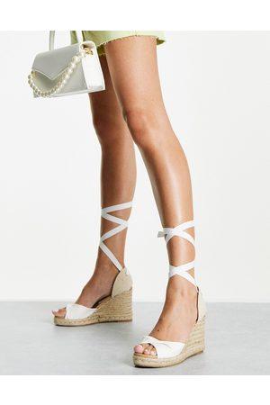 New Look Sandales compensées style espadrilles avec brides nouées