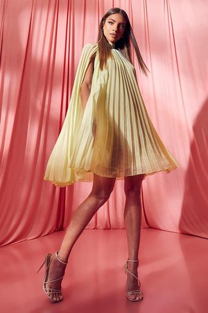 Boohoo Femme Robes - Robe Trapèze Plissée Avec Cape