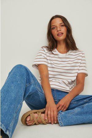 NA-KD Femme Manches courtes - Tee-Shirt Bio Rayé Coupe Carrée