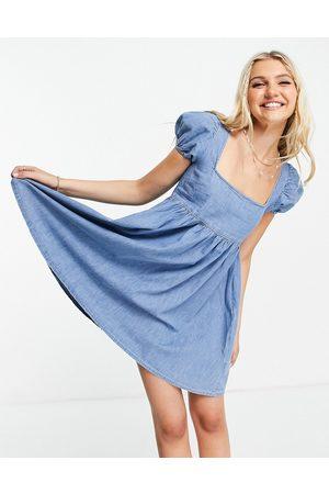 ASOS Femme Robes en jean - Robe babydoll en denim souple - moyen délavé