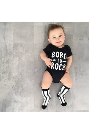 GagaKidz Né À Rock Baby Bodysuit, Bringing Home Outfit, Cool Clothes, New Gifts, Alternative Baby, Star Heavy Metal Baby