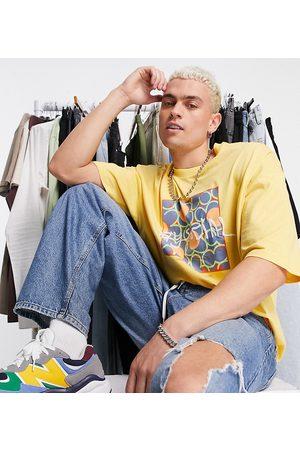 ASOS ASOS - Daysocial - T-shirt oversize à logo damier imprimé sur la poitrine - Moutarde