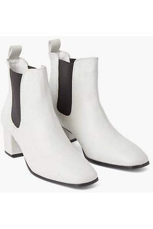 Levi's Delilah Chelsea Boots / Off White