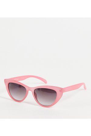 Jeepers Peepers Exclusivité ASOS - - Lunettes de soleil yeux de chat pour femme avec chaîne ornée de perles