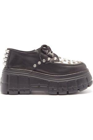Miu Miu Chaussures en cuir cloutées à plateforme