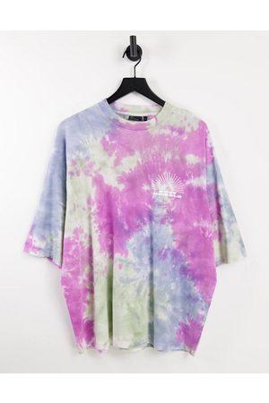 ASOS T-shirt oversize avec imprimé sur la poitrine - Rose et vert effet tie-dye
