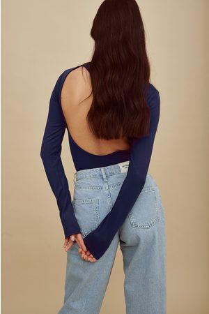 Amalie Star x NA-KD Body dos ouvert à manches longues - Blue