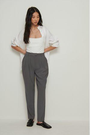 NA-KD Pantalon De Costume Court Recyclé Taille Haute - Grey