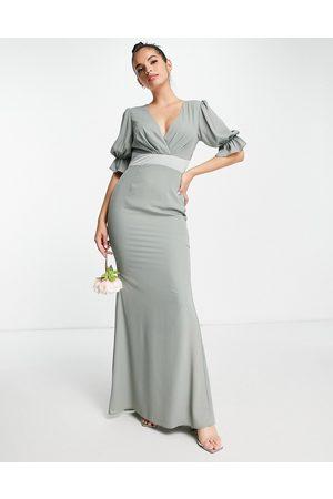 ASOS Robe longue de demoiselle d'honneur à corsage plissé, manches courtes et bordures en satin - Olive