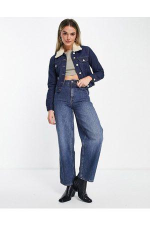 French Connection Palmira - Veste en jean courte avec col amovible en laine - Denim indigo
