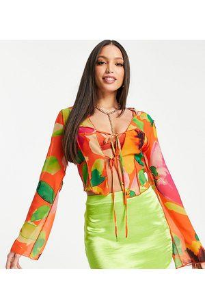 ASOS ASOS DESIGN Tall - Blouse à coutures contrastantes avec doubles liens à nouer sur le devant et imprimé floral - Orange