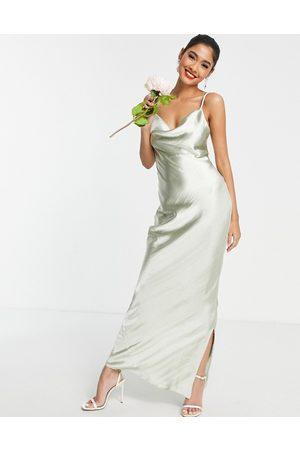 ASOS Robe nuisette longue de demoiselle d'honneur à fines bretelles en satin très brillant avec laçage au dos