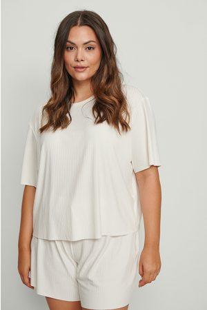 NA-KD Tee-shirt côtelé à bord brut en matière recyclée - Offwhite