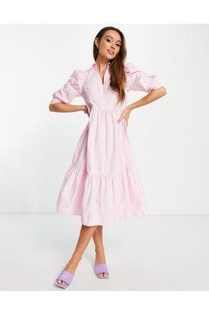 Glamorous Robe chemise mi-longue à volants superposés - pastel