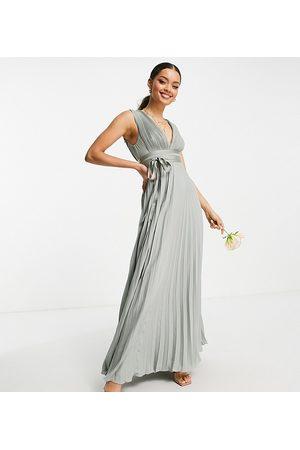 ASOS ASOS DESIGN Petite - Demoiselle d'honneur - Robe longue plissée à bretelles avec bande de satin sur la taille - Olive