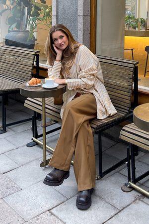 NA-KD Pantalon de costume recyclé à plis profonds taille haute - Brown